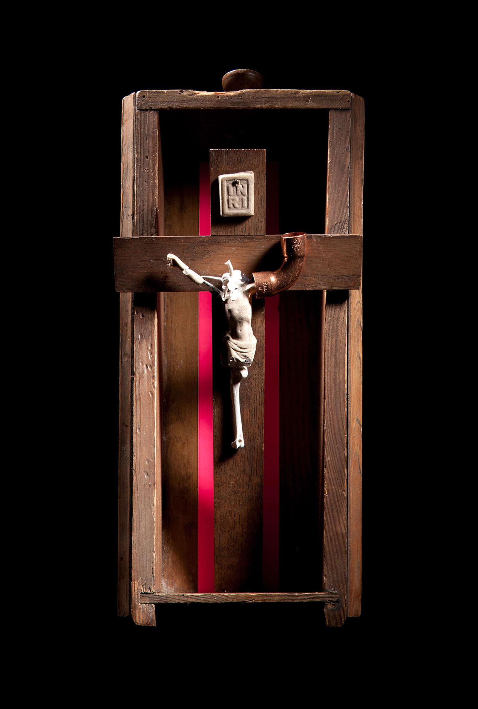"""o.T. aus """"Manipulationen"""", 2014, 39,5 x 17 x 15 cm, Kruzifix, Holzschublade, Kupferfitting, Tierknochen und -wirbel, Folie"""
