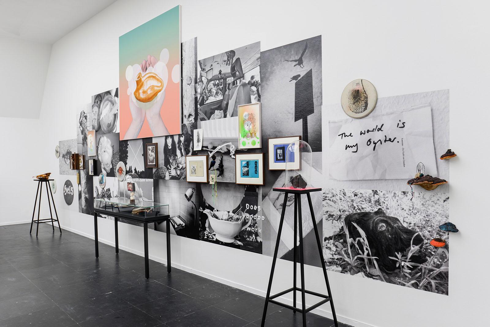 """Ausstellungsansicht """"Does Voodoo work? II"""", Frankfurter Kunstverein"""