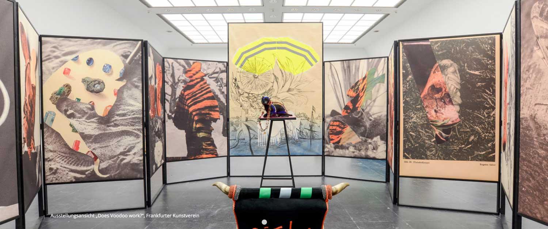 Installation im Frankfurter Kunstverein von Helga Schmidhuber